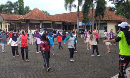 Senam Pagi Bersama di Lingkungan Kecamatan Padamara