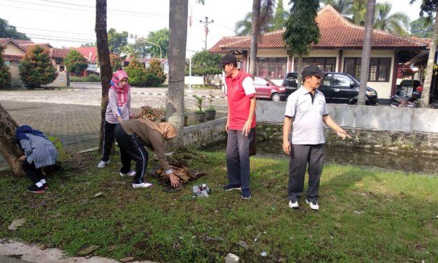 Gerakan Aksi Bersih di lingkungan Kecamatan Padamara pada Peringatan HPSN