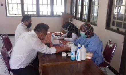 Seluruh Kepala Desa Se- Kecamatan Padamara Menjalani Rapid Test